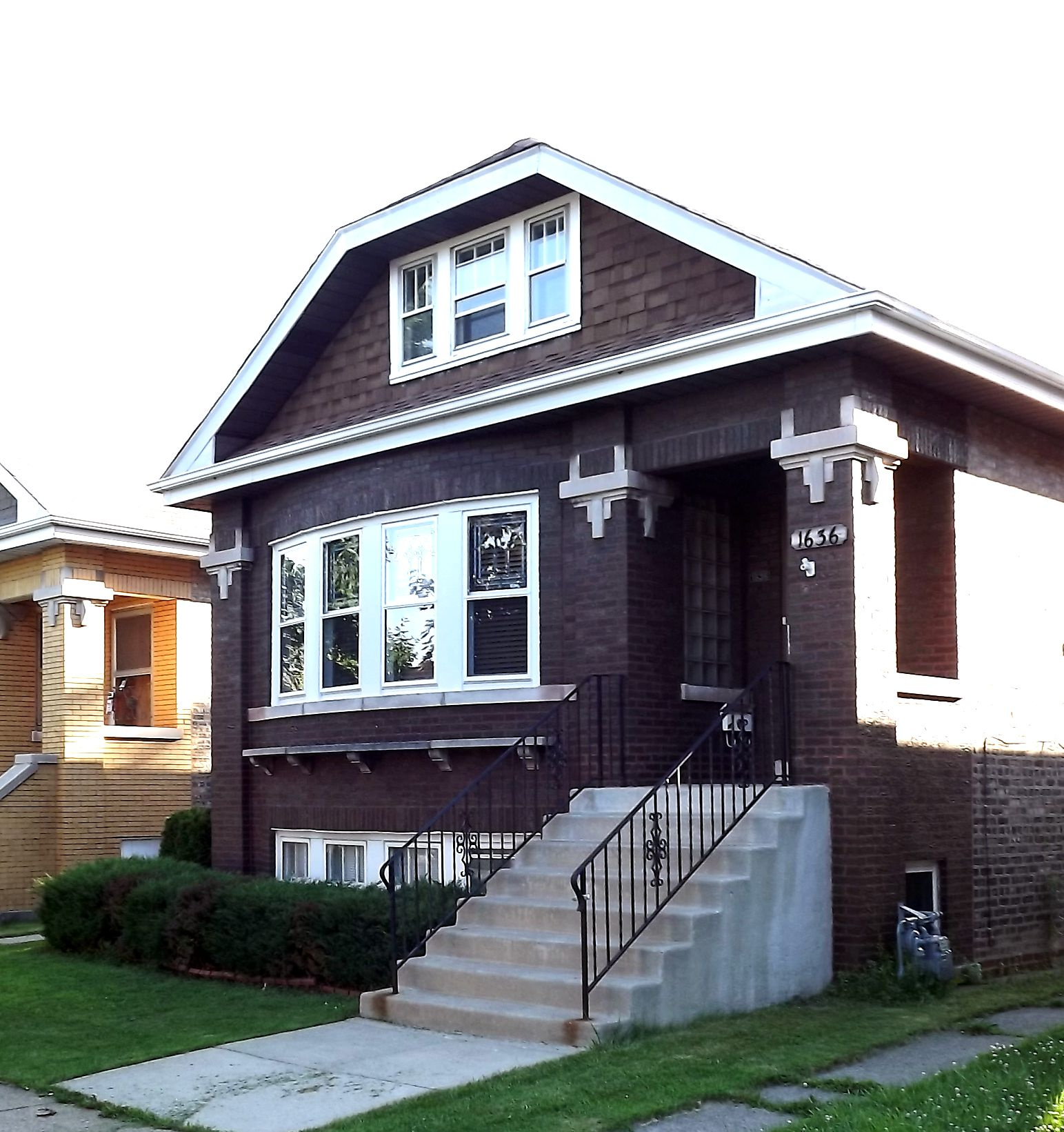Berwyn il historic chicago bungalow best of the for Bungalow house chicago